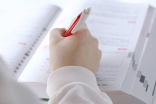勉強をしている人