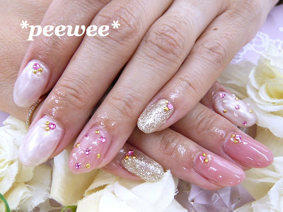 ストーンネイル 淡いピンク ピンクベージュネイル