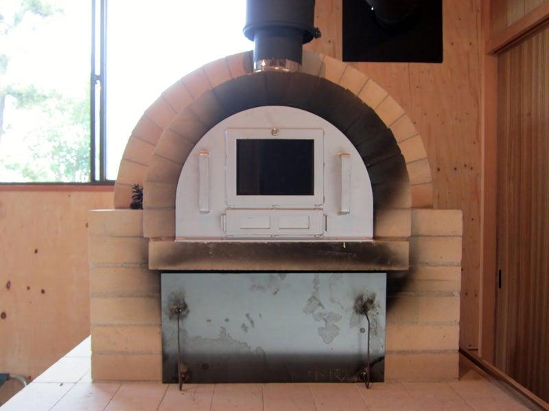 のぞき窓と空気口付きのピザ窯の蓋