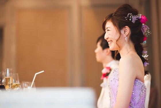 ミルフェリーチェウェディング 出張ヘアメイク ホテルニューオータニ カラードレス 花嫁髪型 ゆるふわ三つ編みヘア