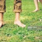 「地面に裸足で立つこと」についての驚くべき体と健康への効用の記事より