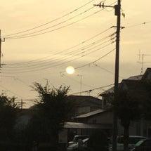 曇った朝日
