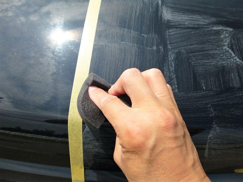 塗り残しの無いよう縦・横にボディに塗りこみます