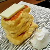 蜂蜜とバターでいただくスフレパンケーキ:紅鶴