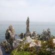 湫岩海水浴場と燭台岩…