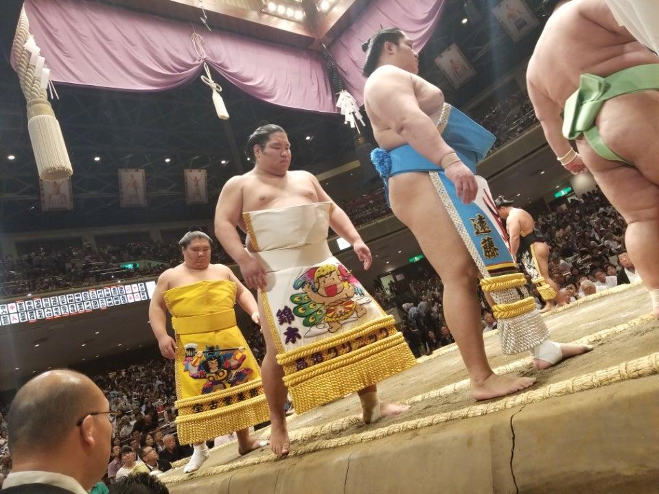 大相撲2日目。懸賞間に合った。勢、勝った。