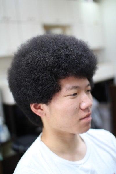 アフロヘアの密度は髪の量と比例...