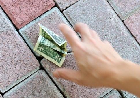 「お金を拾う」の画像検索結果