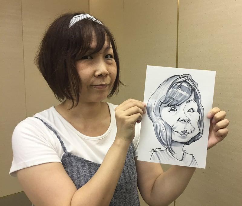 似顔絵スケッチのモデルはイラストレーターむむさんです。