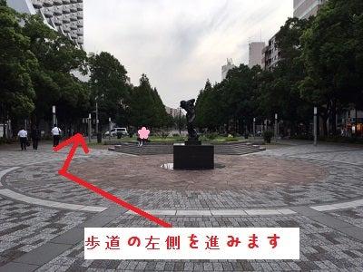 関内駅 歩道ひだり