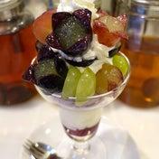かわいらしい11種のぶどうのパフェ フルーツパーラーゴトー