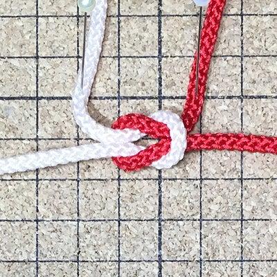 マクラメの編み方 本結びの記事に添付されている画像