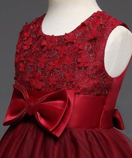 2d5708801795b ・1つ目は胸元に小さめのお花がたくさん付いている可愛らしいロングドレス☆