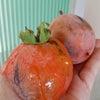 庭の朝採れ柿の画像