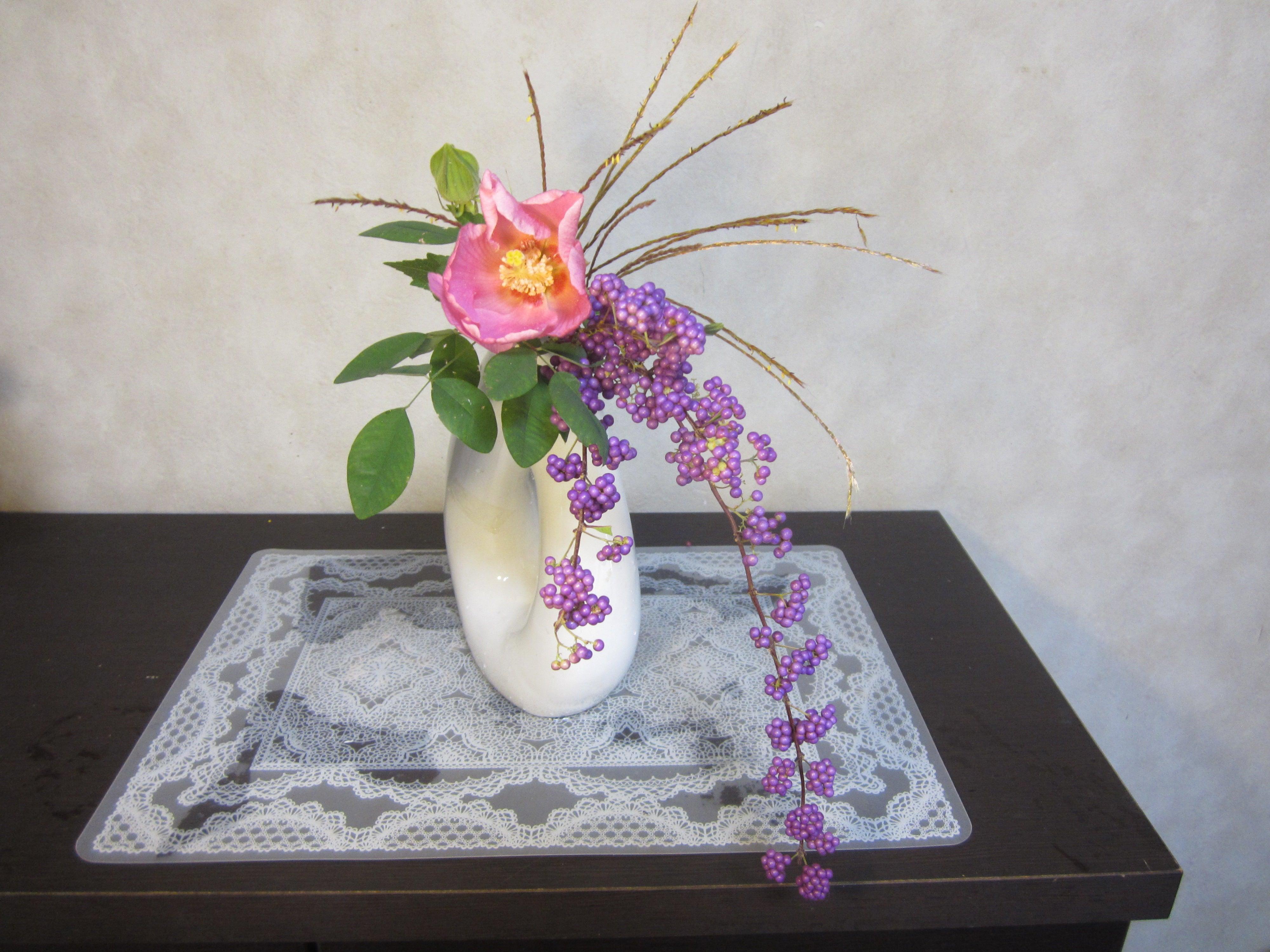 紫式部 「その花は知らねど紫式部の実」