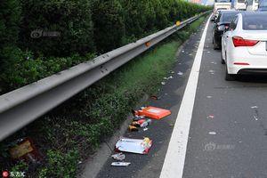 高速道路で渋滞発生、残されたの...