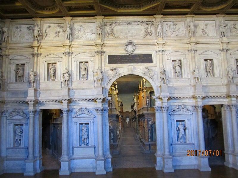ヴィチェンツァ.オリンピコ劇場...