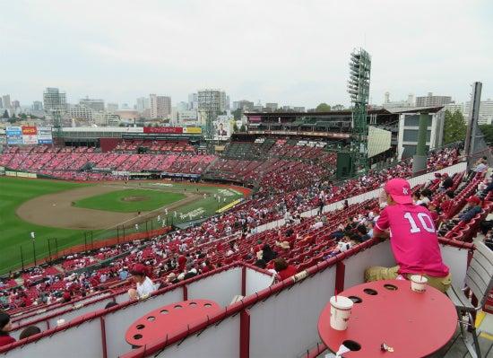 三塁側内野の「バイバースタンド」にある、「内野三塁側ボックスシート7」というわりと素っ気ない名前の、その名の通りの7名ボックスである。