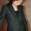 「女性が絶対にスーツ…