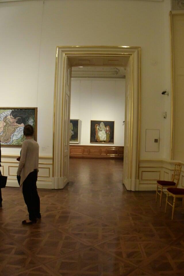 40a308309dd55 先ずはクリムトが主に展示されている1階から見学いたしました。