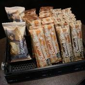 スタバ新発売 突如現れたパッケージフード ココナッツマカロン&チョコレートバー