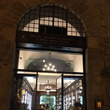 世界最古の薬局でショ…