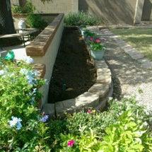 花壇の基礎が完成しま…