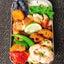 柿のぬか漬け・デーツ・皮パリパリチキンソテー・パプリカの梅味噌和えのお弁当・ハラルランチ他