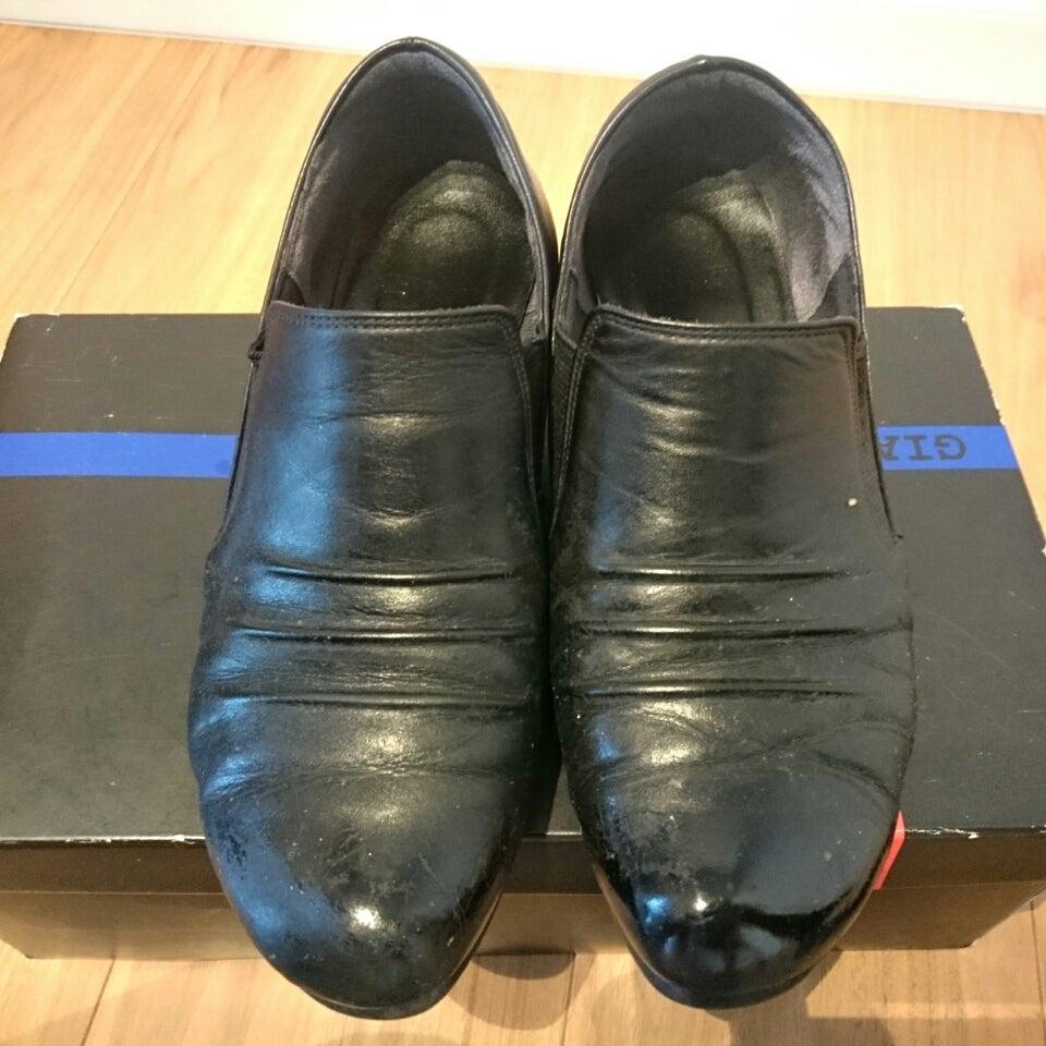 靴磨きの全工程の意味と、クリームの量の説明