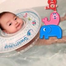 泳いでるばぶ〜♡