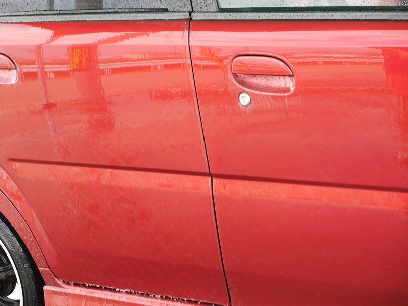 シャンプー洗車した後の濡れたままのボディにそのまま使用します