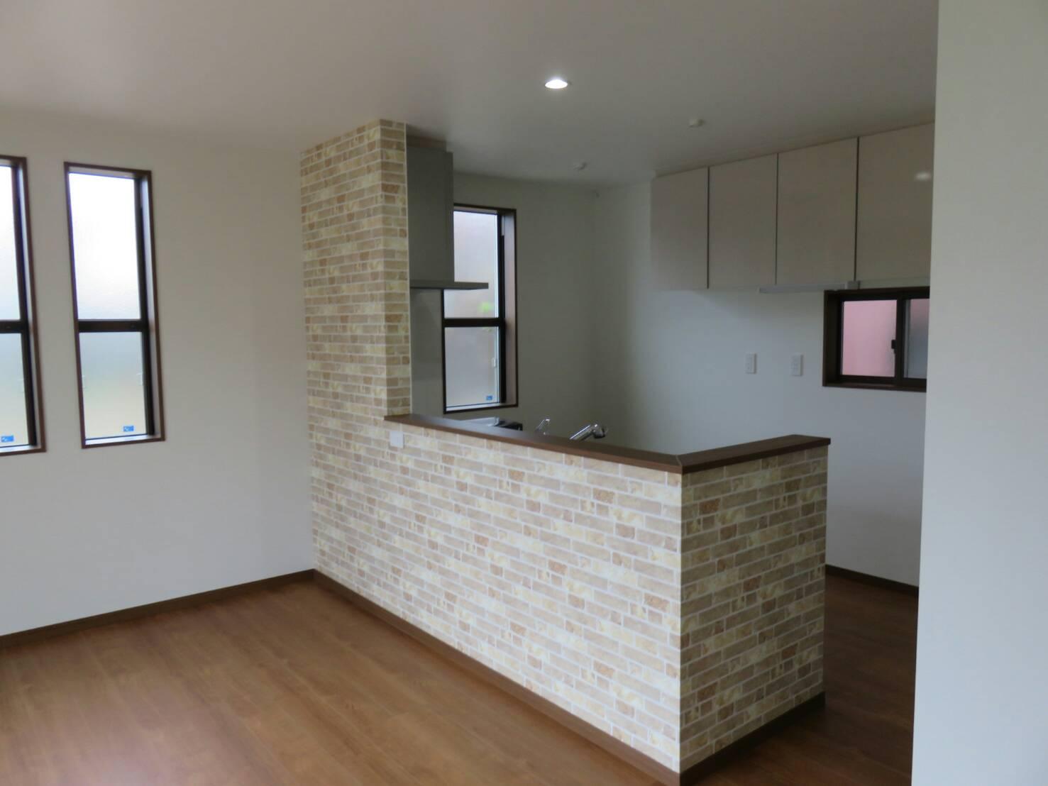 キッチン完成とアクセント壁紙 新築一戸建て最終決定までに1年半使った男のブログ