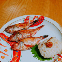 朝は焼き魚。