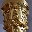 ゴールドハープの彫刻…