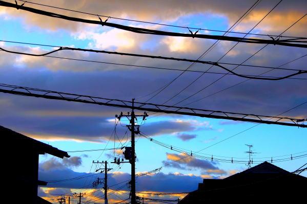 窓外 「夕照と架線の影画」 | 岡...