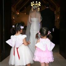 結婚式でサンダルを履…