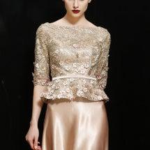 金色刺繍ドレス、ピン…