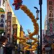 中華街の大通りに竜