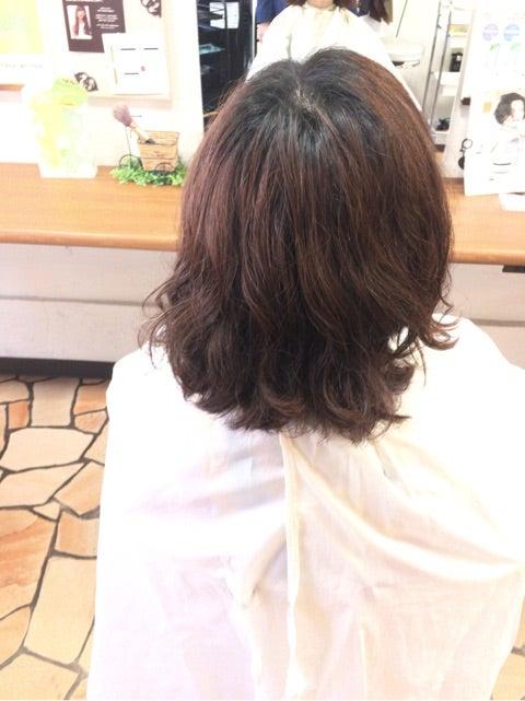 広がる髪質のカットデザイン