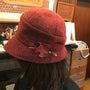 革のブローチ、Tシャ…