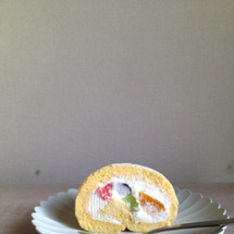 雑なロールケーキの長…