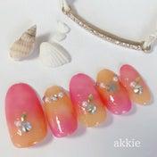 オレンジとピンクのグラデーションで沖縄ネイル