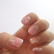 ピンクの結晶ネイル