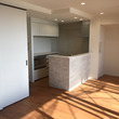 キッチン左の洋室は間…