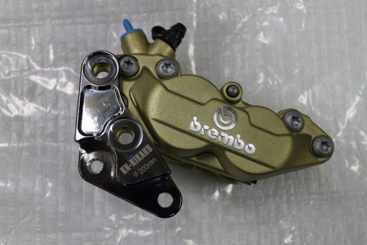 アドレスV125シリーズのカスタム ブレンボ4ピストン