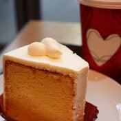 スタバ新作 ホイップクリームの美味しさを楽しむ プレーンシフォンケーキ