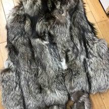 毛皮コートからクラッ…