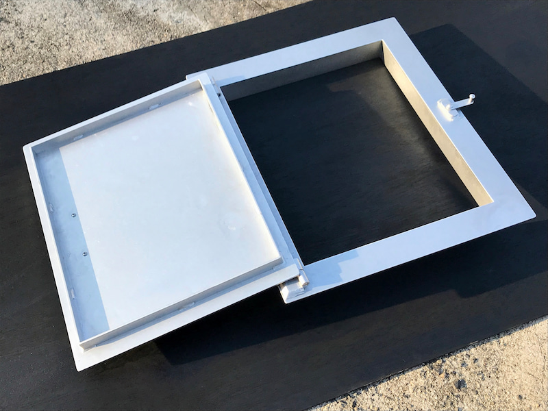 ピザ窯の扉と枠