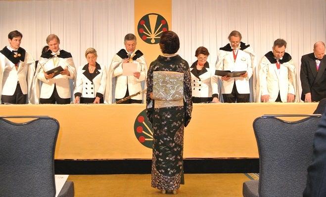 シャンパーニュ騎士団 第8回叙任式典 由美ママ名誉オフィシエ叙任2