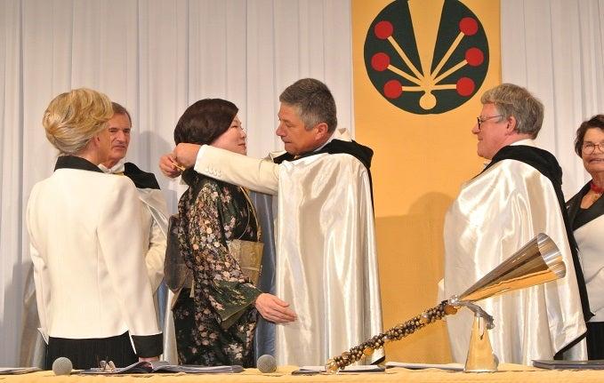 シャンパーニュ騎士団 第8回叙任式典 由美ママ名誉オフィシエ叙任3